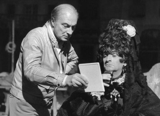 """En #1970 sur le tournage du film """"La folie des grandeurs"""" l'acteur français Louis de Funès déguisé en grande dame d'Espagne fait un raccord rasage avec l'aide du réalisateur Gérard Oury . Photo : sunset boulevard / parue dans #ParisMatch. by parismatch_vintage"""