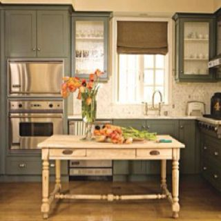 I love this kitchen. Very homey.