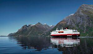 Hurtigruten sur le fjord Hørundfjorden en Norvège - Photo: Carsten Pedersen