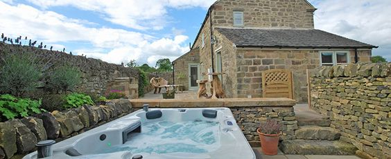 Heather Cottage, Peak District. A 5 star self catering cottage with private hot tubs. #luxury #romantic #getaway #private #hottubs #jacuzzi #selfcatering #cottage #uk #travel #couples