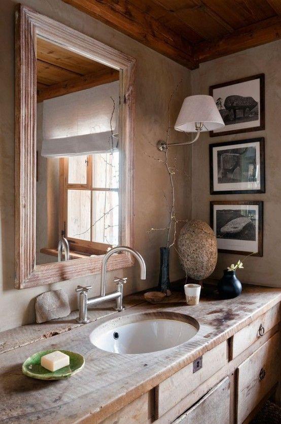 Salle de bain style rustique avec bois clair et déco moderne
