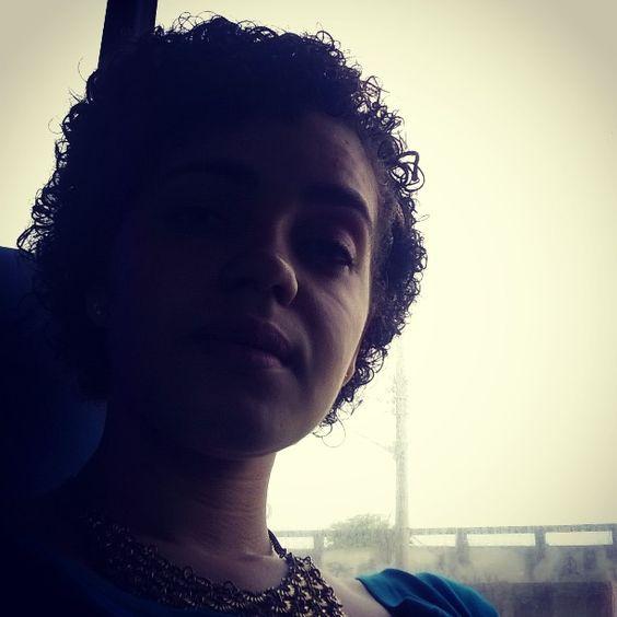 A sombra dos cachos... Tah crescendo!!  #instacachos #curls #naturalhair #curlyhair #curlyshort #lovemycurls #acceptmycurlyhair #cachos #bpf