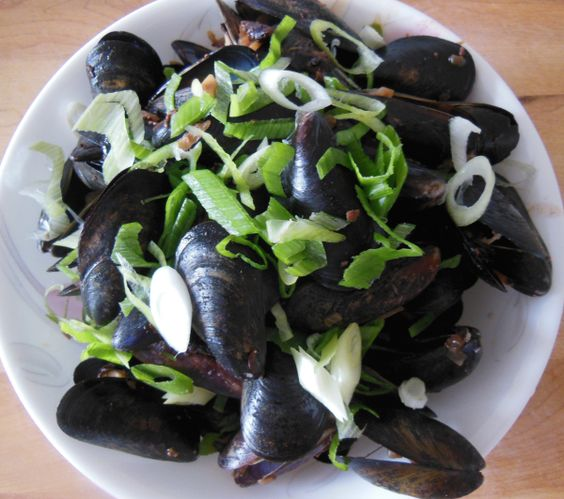 Stir-Fry Fresh Water Mussels with Black Bean Sauce (3 Servings)