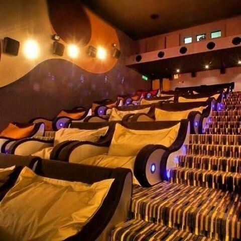 Movie Theatre With Cuddling Chairs Hometheaterdecor Cuddle