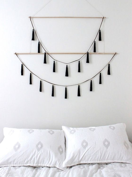 26 Ways To Style Hanging Decor This Season Wall Decor Bedroom Easy Home Decor Yarn Wall Hanging