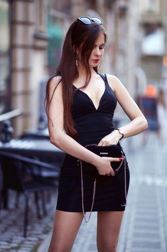 Mala Czarna Z Dekoltem Cieliste Rajstopy I Lakierowane Szpilki Ari Maj Personal Blog By Ariadna In 2021 Girl Fashion Little Black Dress Fashion Models