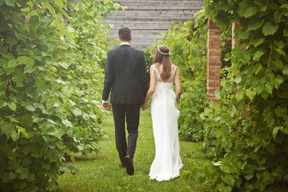 Hochzeitskleid mit Spitze und tiefausgeschnittenem Rücken ...