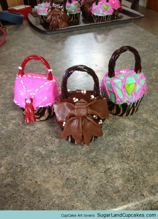 purse cupcakes! #cupcakes #cupcakeideas #cupcakerecipes #food #yummy #sweet #delicious #cupcake