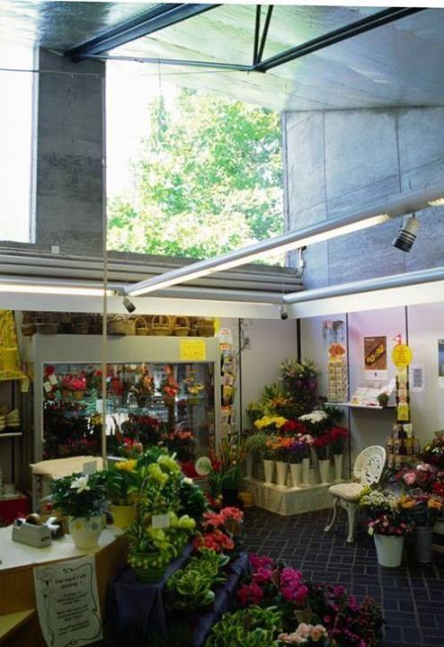 interior del Kiosko de Flores en el Cementerio de Eastern en Malmo (1969) | Sigurd Lewerentz