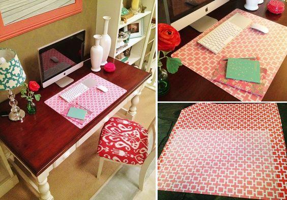 Gestaltet euch euer Eigenes Mousepad/Schreibtischunterlage :)  Alles was ihr dafür benötigt ist die PRÖJS Schreibtischunterlage von Ikea , Geschenkpapier eurer Wahl und transparenten Sprühkleber.  Besprüht die Schreibtischunterlage mit dem Kleber und drückt anschließend das Geschenkpapier auf die Unterlage. Dabei müsst ihr aufpassen, dass keine Blasen entstehen. Lasst es 15 Minuten trocken und schneidet mit einem Cuttermesser das Überstehende Papier ab. Fertig!   (gesehen bei…