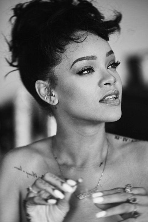 Schwarz Rihanna frei nackt