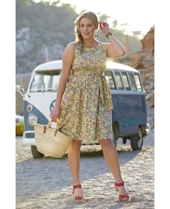 "Spirit And Sands Apple Pocket Dress "" A fantastic tea dress , for a garden party!... Oozes femininity with a pretty all over floral print, soft elastication at the waist, self fabric sash belt with piping to the edges, in true vintage style and fabulous pocket detail"""