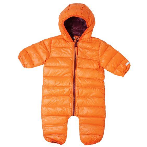 Leicht gepolstester Ski Overall mit Kapuze und langen Ärmeln. Die Innenseite ist mit einem glatten Polyester gefüttert und mit Daunen gepolstert. So hat es dein Baby wohlig warm in der kalten Jahreszeit. #coolbabies #welchersommer #winter2016 #babykleidung #schweiz #swissbaby #swiss #buben #meitli