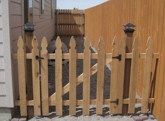 Portão de madeira para corredor