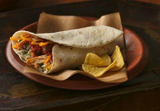 Eines unserer Old El Paso™ Lieblingsrezepte! In der Mikrowelle sind diese Burritos mit Hähnchenfüllung in Minutenschnelle zubereitet.