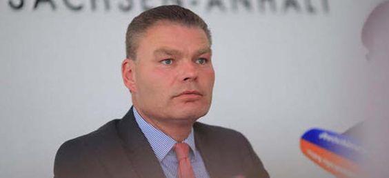 CDU-Minister Stahlknecht: Natürlich dürft Ihr Moscheen bauen, aber baut sie…