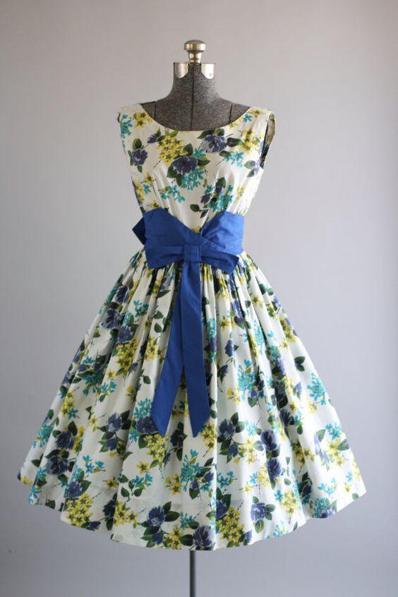 Vintage 1950s Dress / 50s Cotton Dress / California Cottons Blue Floral Dress w/ Waist Belt S/M