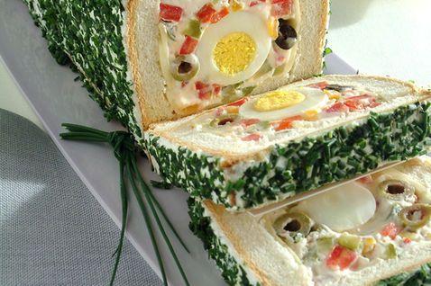 Pane in cassetta farcito alle uova
