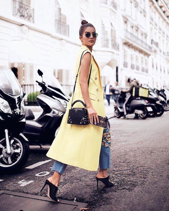 Amarelo para iluminar o dia de chuva em Paris  No look da nossa  @camilacoelho maxi colete @31philliplim  cropped jeans  mule de veludo @gianvitorossi  #FhitsTeam #FhitsTips #FhitsTrendAlert #FhitsParis #HauteCouture #Yellow