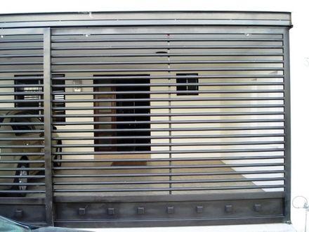 Canceles de herreria modernos forja y herreria for Puerta herreria moderna