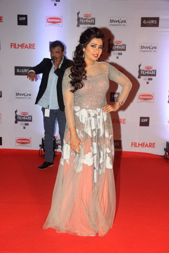Shreya Ghoshal On The Red Carpet At The Filmfare Awards