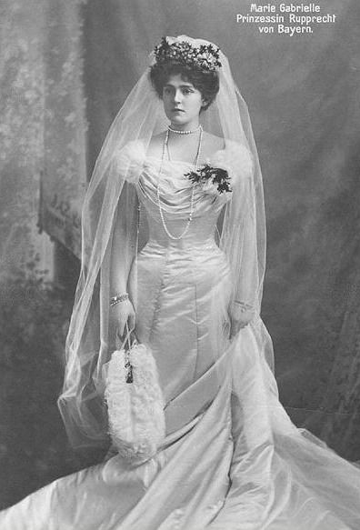 1900 г. - Мари Габриел от Бавария, облечена в сватбената си рокля