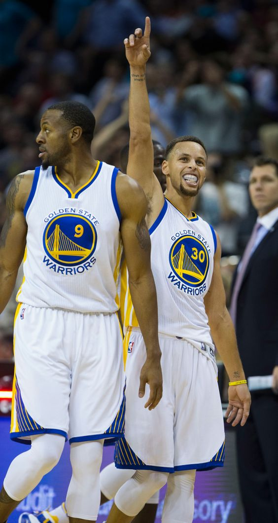 ''He didn't make any guarantees,'' Curry said with a smile. Actually, Stephen Curry ignored his father altogether. The reigning MVP scored 40 points in three quarters and the Golden State Warriors easily defeated the Hornets 116-99 to extend the best start in NBA history to 20-0.