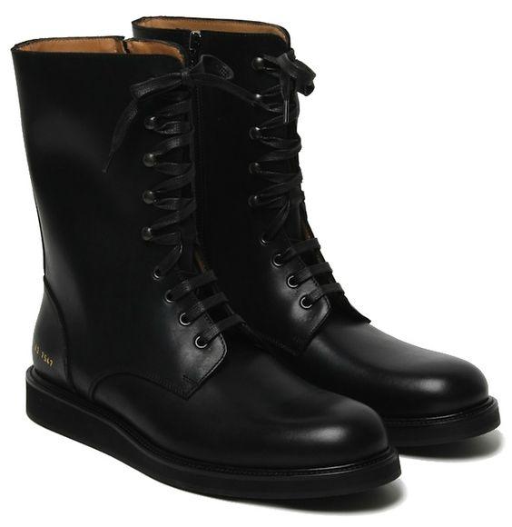 É sempre bom ter um par de combat boots para tornar o look mais moderninho. #fashion #apparel #clothing #fashion