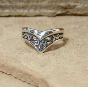 i used to have a ring like this until i gave it to my friend who BROKE IT
