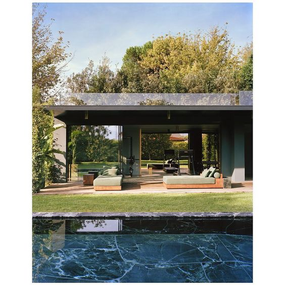 The Spaces On Instagram Where We D Like To Spend Our Sunday By The Pool Of This Tuscan Villa Renovated By Vde Architektur Toskana Leben Unter Freiem Himmel