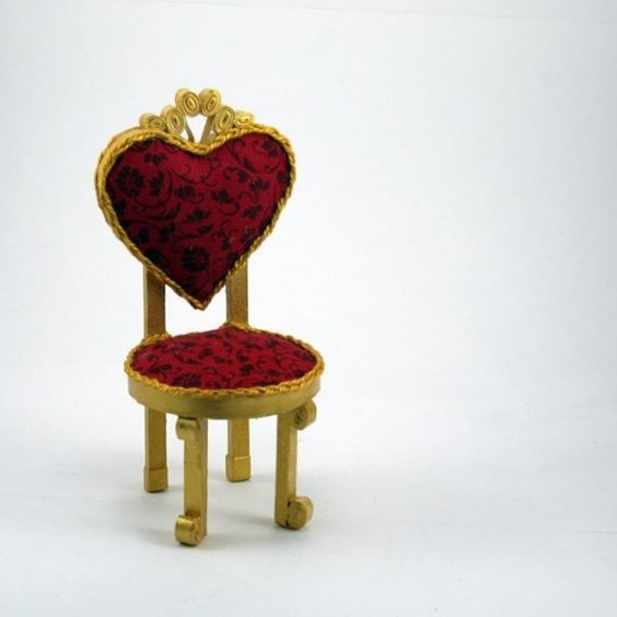 red queen chair