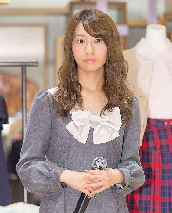 真剣な表情を見せる桜井玲香のかわいい画像