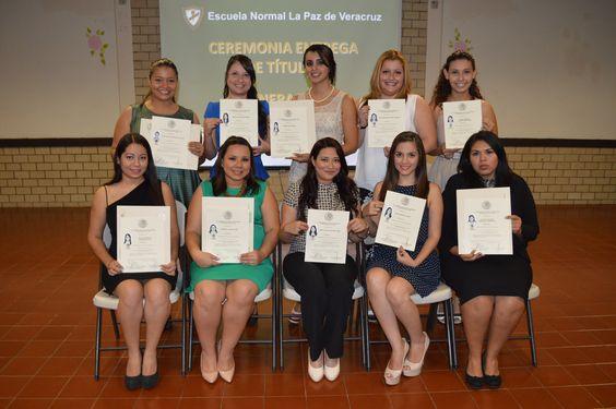 Alumnos de la Licenciatura en  Educación Preescolar generación 2009- 2013 en su entrega de títulos
