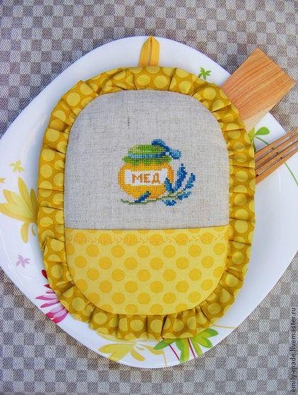 """Прихватка с вышивкой и рюшей """"Баночка меда"""". Handmade. Жёлтый, летний"""