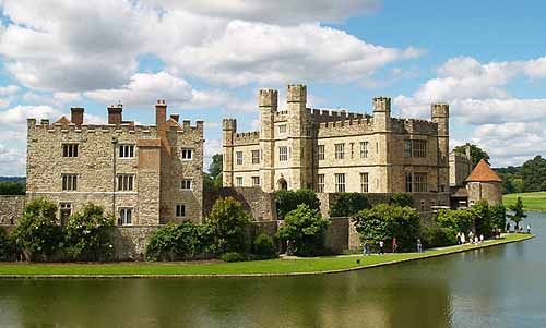 """Leeds Castle, Kent, England...     http://www.castlesandmanorhouses.com/photos.htm  ....    A castle has been on the site since 1119. In the 13th century it came into the hands of King Edward I, for whom it became a favourite residence; in the 16th century, Henry VIII used it as a residence for his first wife, Catherine of Aragon.  The castle was a location for the 1949 film Kind Hearts and Coronets where it stood in for """"Chalfont"""", the ancestral home of the d'Ascoyne family."""