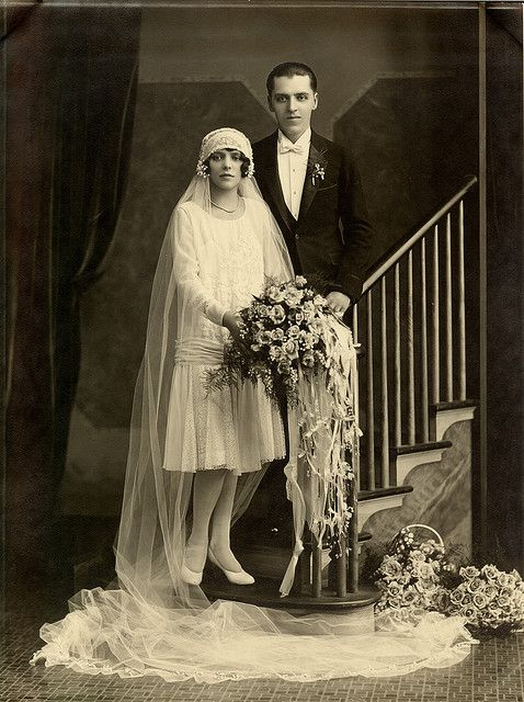 '20s wedding photo. Love the cloche hat and veil!-Pinned because everything looks so much like Nonie's!: