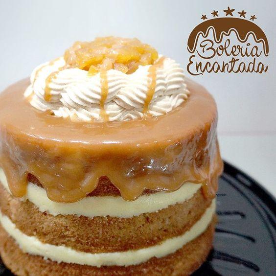 Meu bolo delicioso de aniversário: Naked de Maçã  com canela, recheio de Baba de Moça e calda de Caramelo. De Boleria Encantada.