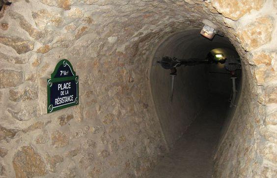 Musée des égouts de Paris - Cinq cent mètres dans les sous-sols de Paris permettant de suivre l'histoire des égouts, de Lutèce jusqu'à nos jours. Une manière insolite de découvrir Paris