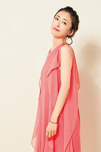 ピンクドレスの松雪泰子