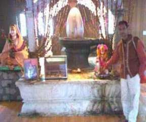 6000 YEAR OLD KEDARNATH TEMPLE, THE HIGHEST AMONG THE TWELVE JYOTIRLINGA SHIVA TEMPLES –  Adi  Sankaracharya  renovated the Kedarnath shrine in 2000 BC.  At the back, there is the Samadhi of Shankaracharya which is visited by all who visit the Kedarnath temple.