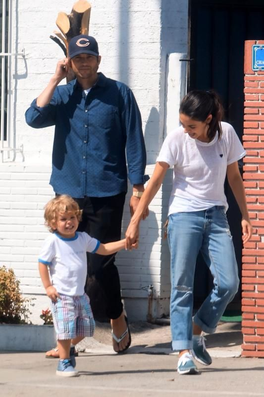 Celebs And Their Cute Kids In 2019 Mila Kunis Mila Kunis Ashton
