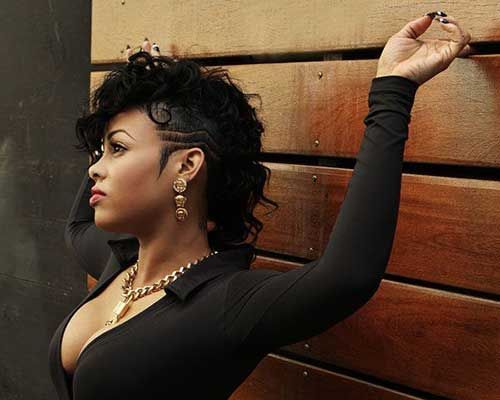 Frohawk Hairstyle A Popular Mohawk Derivative For Curly Girls Mohawk Hairstyles Hair Styles Shaved Side Hairstyles