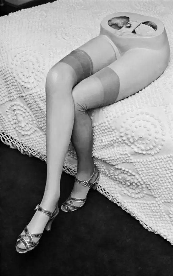 Но, как никрути, она была всего лишь манекеном, исовременем еепопулярность снизилась. Синтию официально отправили напенсию, когда в1942 году Габа был призван вармию. Тем неменее, еебешеная популярность оказала влияние наиспользование манекенов вмаркетинге розничных продаж.