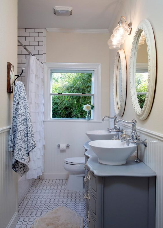 Chip and joanna gaines joanna gaines and chips on pinterest for Joanna gaines bathroom renovations