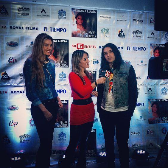 Con mis #amigos @vanesgarzon y @skyjumpergio @pescaovivo en el #lanzamiento del DVD de @AdrianaLucia_ #medios #musica