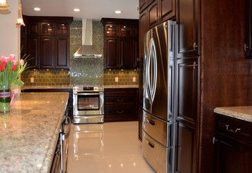 Here's a beauty, complete with tulips! Featuring our Oxford door in Showplace cherry, this space was designed by the talented folks at KabCo Kitchens. Brandy was the stain of choice with an Ebony glaze for a deep, rich feel. Another fabulous design by our friends in Florida!  Learn more about KabCo Kitchens: http://kabcokitchens.com/ Learn more about our stain offerings on cherry: http://www.showplacewood.com/WoodsFin2/woodsC.0.html