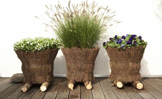 Wenn der Sommerflor an Blühfreudigkeit nachlässt und sich die Pflanzgefäße leeren, ist die Zeit der Gräser gekommen