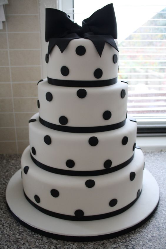 Black and white polkadot cake | by Cotton and Crumbs