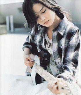 ギターを抱いて