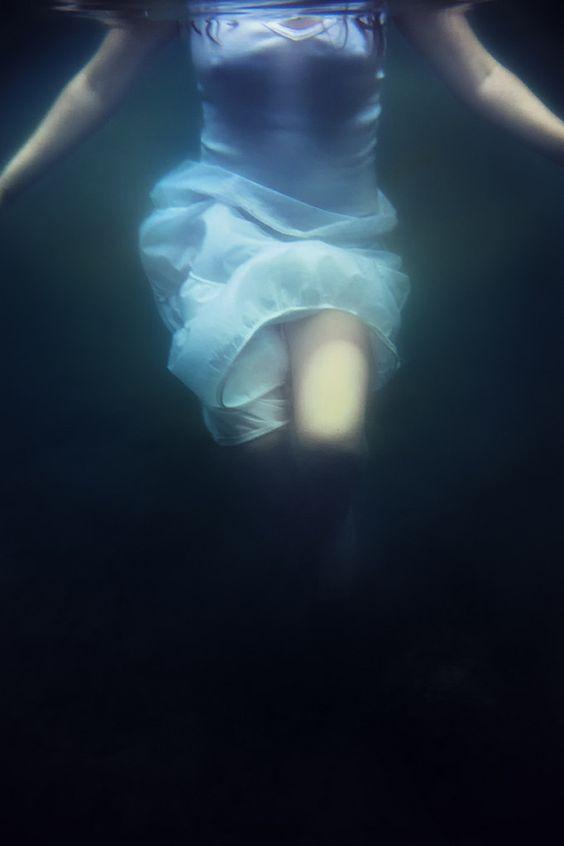 elevándome hacia el fondo.  by Elisenda Soler Ruiz